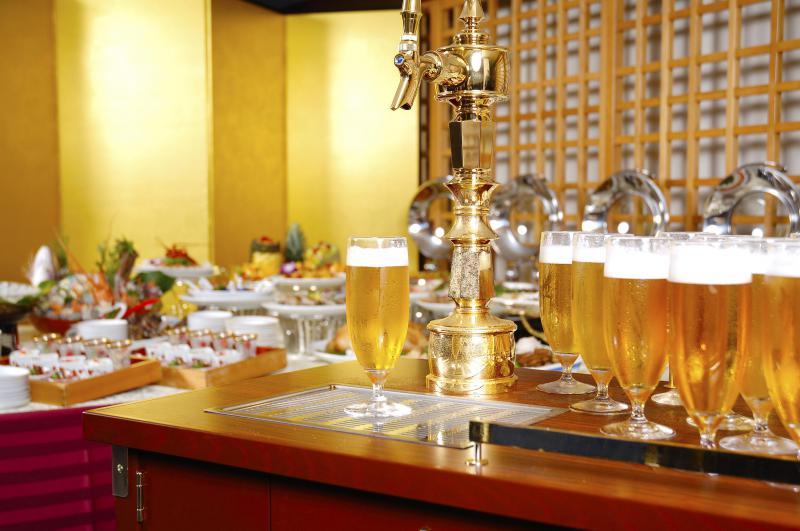 冷たい生ビールで乾杯!!